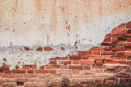 Il distacco dell'intonaco dalla facciata del condominio costituisce grave difetto