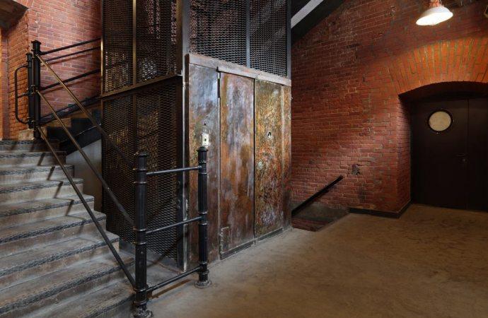 I torrini della gabbia scale ed il locale ascensore sono beni a sè stanti rispetto al lastrico solare