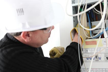 L'impianto elettrico di illuminazione, il quadro di alloggio dei misuratori di elettricità ENEL e il portone di ingresso