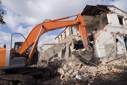 A chi va notificata l'ordinanza di demolizione? Al proprietario o al responsabile dell'abuso edilizio?
