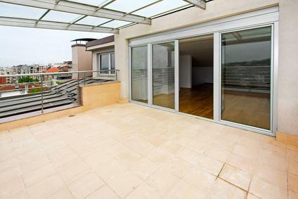 E' lecito realizzare opere sul terrazzo di proprietà esclusiva, se esse non recano danno alle parti comuni?