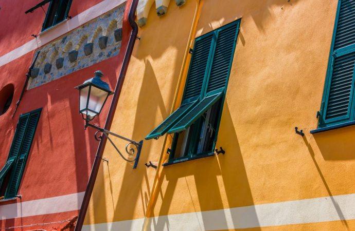 Lecita l'apertura di finestre sul muro perimetrale che si affaccia sul cortile interno