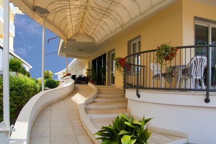 il terrazzo in veranda non significa aggravare la servitù di veduta