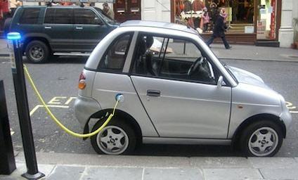 Ecoincentivi per l'auto e le colonnine di ricarica elettriche installate nei parcheggi condominiali.