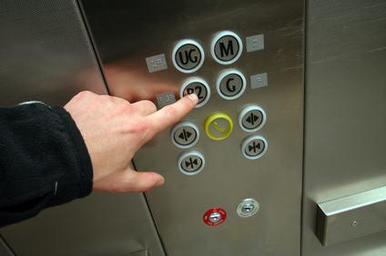 Anche il condomino del primo piano paga l'ascensore.