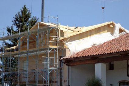 Demolizione e ricostruzione con sopraelevazione, quando la nuova altezza rende l'opera illegittima?