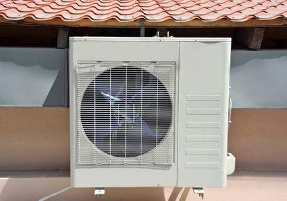 Impianto di condizionamento sul lastrico solare? Nessuna rimozione se manca la prova della lesione