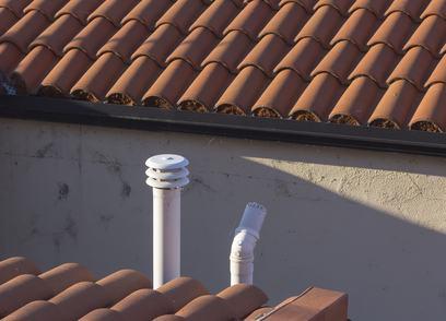 Canna fumaria in condominio. Quale disciplina applicare se il regolamento comunale non disciplina le distanze?