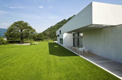 La casa «verde» rimane imbrigliata nei lacci della burocrazia.