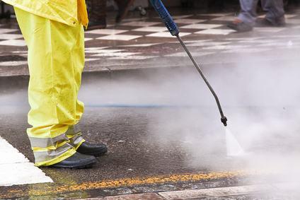 Responsabile il Comune per i danni provocati agli immobili causati dalla pulizia quotidiana della strada.