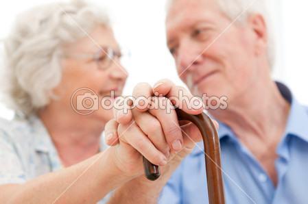 Anziani con casa e pochi soldi non disperate, arriva il prestito vitalizio.