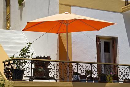 Il regolamento condominiale può vietare l'installazione di ombrelloni sui terrazzi?