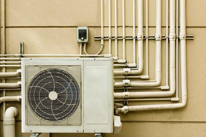 No al condizionatore rumoroso installato da uno dei condomini sul terrazzo comune