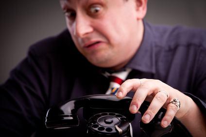 I reiterati squilli telefonici, fatti dall'inquilino del piano di sotto, concretizzano il reato di molestia