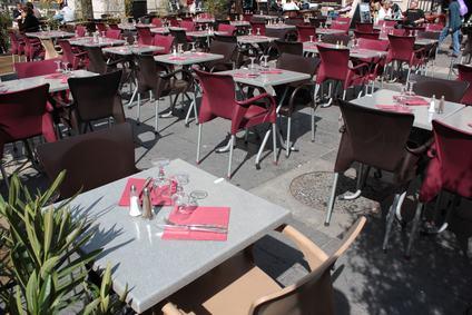 Tavolini e sedie dei bar nelle parti comuni
