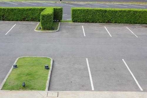 Cortile trasformato in parcheggio: mediazione o negoziazione assistita?