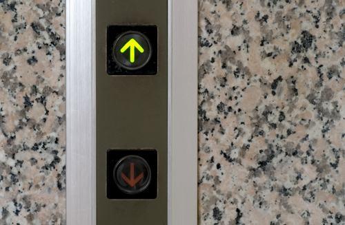 Per deliberare il restauro dell'ascensore serve la partecipazione di tutti i condomini
