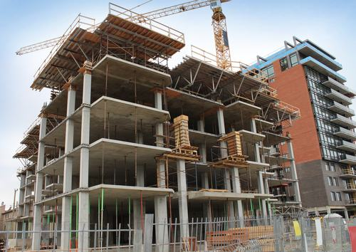 Va demolita la costruzione che non rispetta le distanze. Non basta la concessione