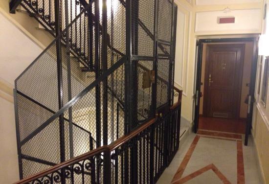 Installazione ascensore per disabili anche se crea disagio for Quanto costa un ascensore esterno