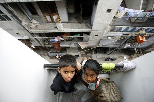 I lanci dal balcone dei bambini