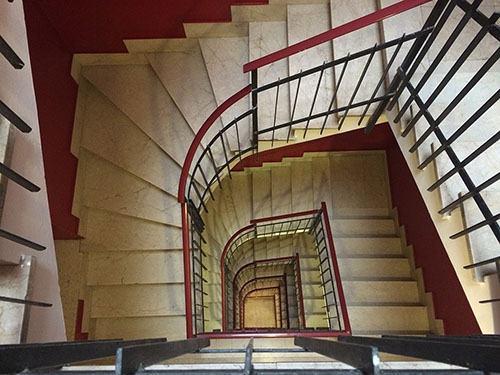 I clienti del locale commerciale non possono utilizzare le scale condominiali di accesso alle abitazioni.