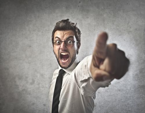 Cosa rischia l'amministratore se apre un conto corrente a proprio nome ?