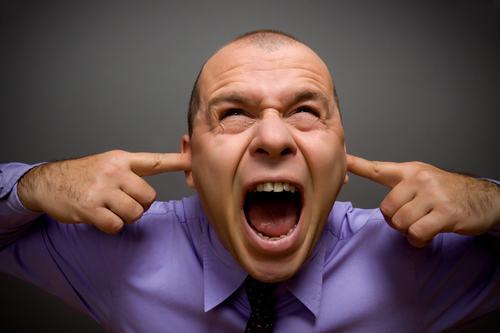 Rumori in Condominio: la prova del superamento della normale tollerabilità può essere fornita con testimoni.