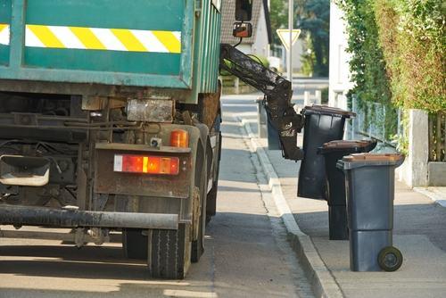 I cassonetti dei rifiuti vicino la vostra abitazione vanno in fiamme?