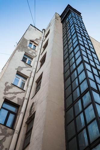 L'ascensore è illegittimo se la gabbia esterna limita la visibilità