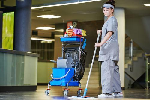 Come deliberare la revoca dell'incarico all'impresa di pulizia?