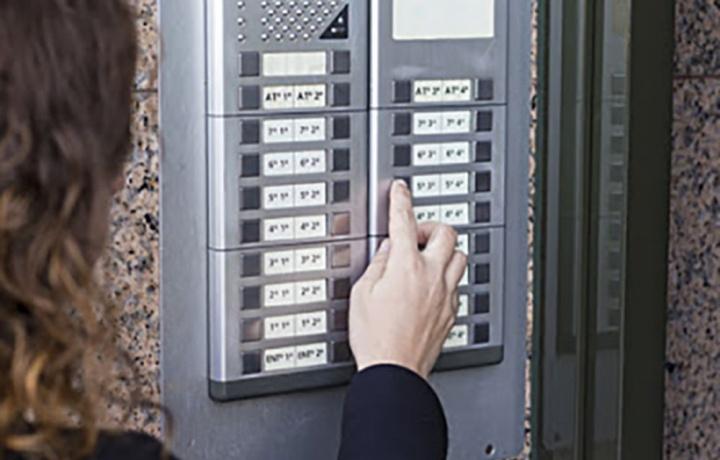 Plafoniere Per Condomini : Targhette nomi citofono come ripartire le spese