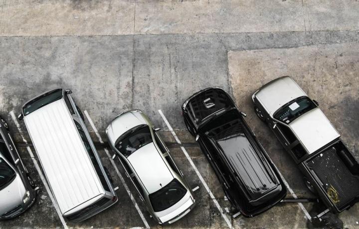 L'area destinata a parcheggio condominiale può essere usucapita con il termine breve