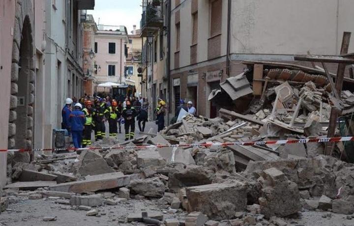 Crolla l'edificio: a chi spetta il risarcimento del danno?