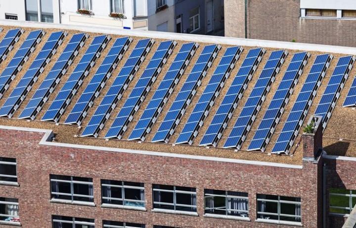 Pannelli solari in condominio. Spetta alla ditta manutentrice il controllo del liquido antigelo.