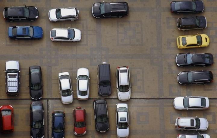 Blocchi il parcheggio del vicino? È molestia possessoria.