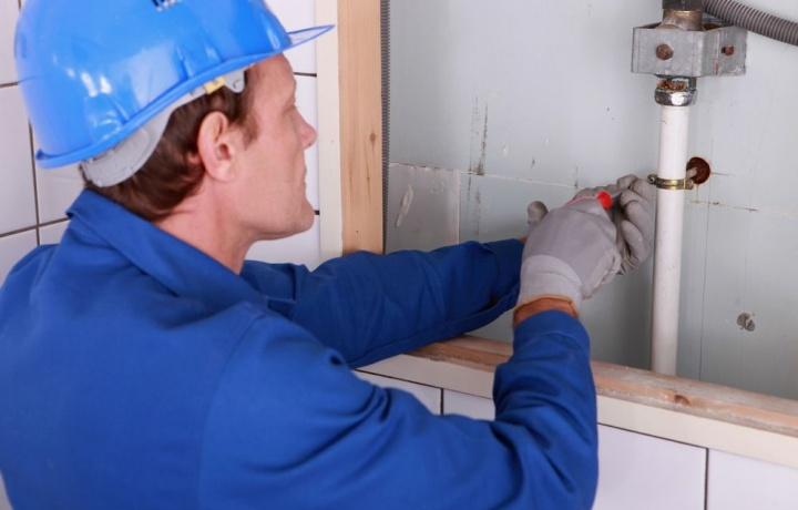Non serve la SCIA per collegare il bagno col tubo pvc alla fogna condominiale