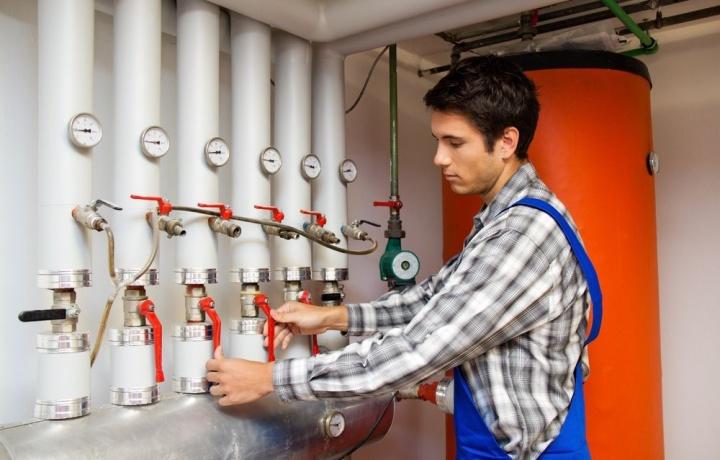 Modifiche all'impianto di riscaldamento centralizzato. Chi acquista dopo la delibera può far valere la violazione del regolamento.