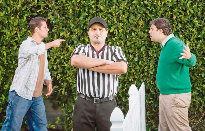 Non può configurarsi attività emulativa vietata dalla legge se questa è intesa a procurare un'utilità al proprietario vicino