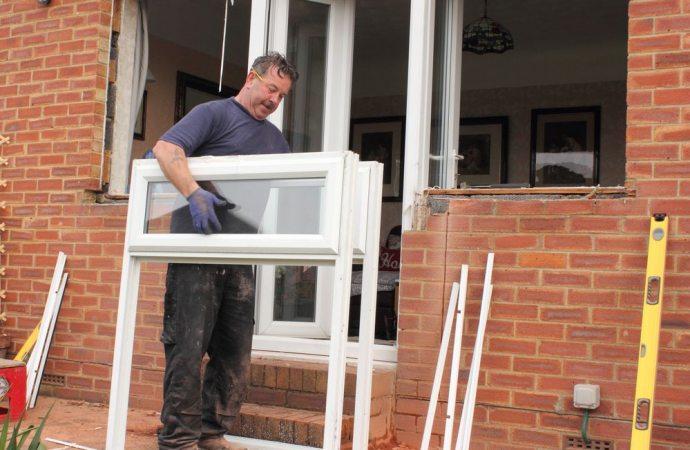Legittimo l'ampliamento delle finestre nel muro di proprietà esclusiva se il regolamento espressamente non lo vieta.
