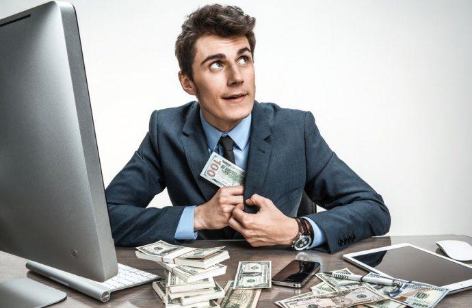 Amministratore colpevole di appropriazione indebita se non consegna i documenti e la cassa.