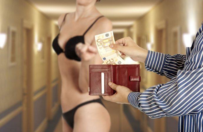 """Prostituzione in condominio. Concedere una stanza in comodato ad una """"lucciola"""" integra il reato di favoreggiamento."""