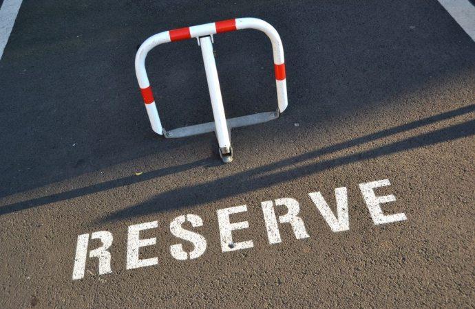 Diritto di parcheggio auto nell'area antistante l'immobile