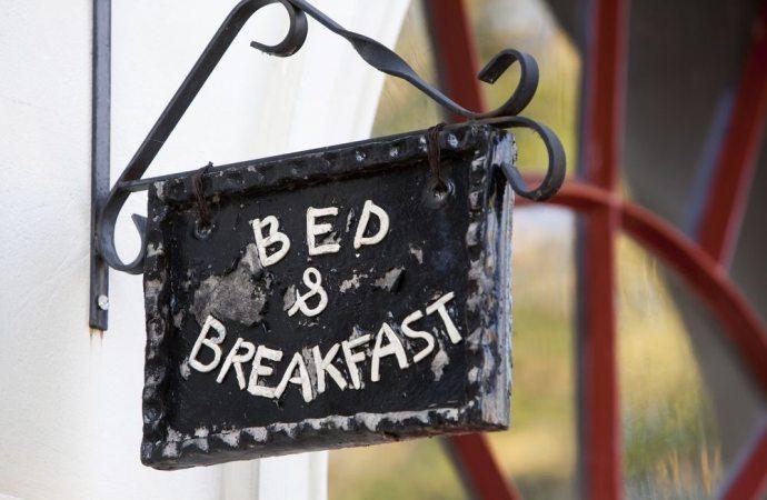 Bed and breakfast in condominio. Il regolamento contrattuale non trascritto è inopponibile all'acquirente