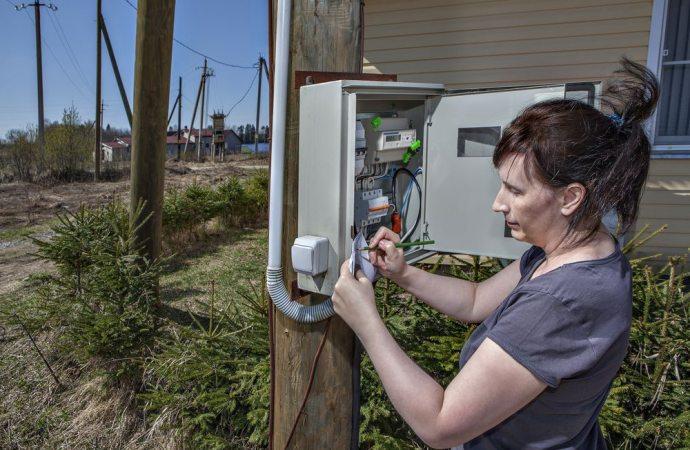 Staccare l'energia elettrica al vicino configura il reato di stalking