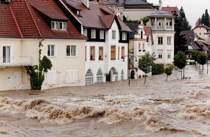 L'edificio a monte risarcisce il condominio a valle quando l'acqua piovana non è regimentata