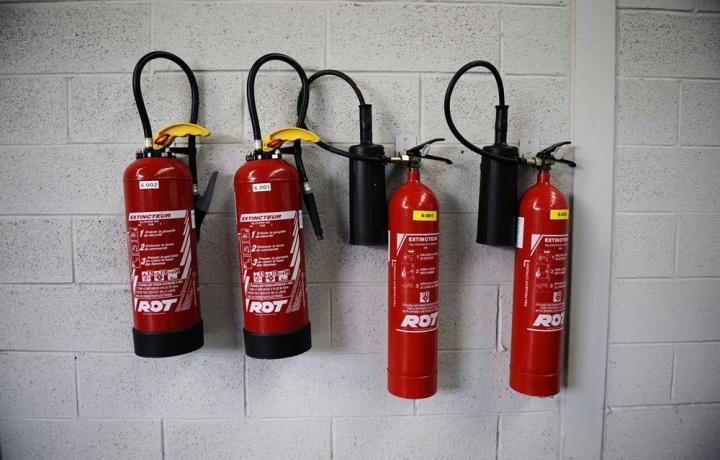 Il ritardo dei lavori antincendio legittima il Comune a vietare l'uso dei garage condominiali