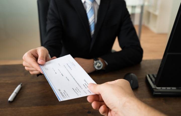 La casa si può acquistare anche con un assegno scoperto?