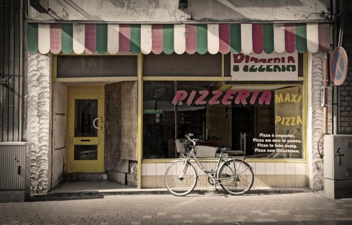 Per mangiare una pizza basta scendere al primo piano. L'appartamento può essere adibito a pizzeria se il regolamento non lo vieta