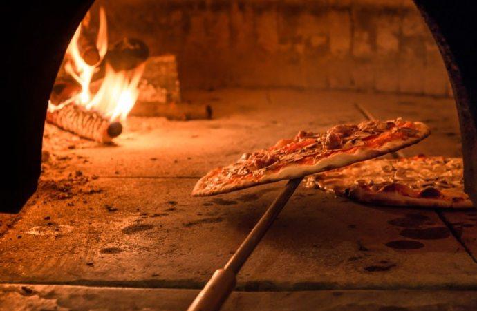 Se la pizzeria emana odori sgradevoli, si rischia la condanna penale.