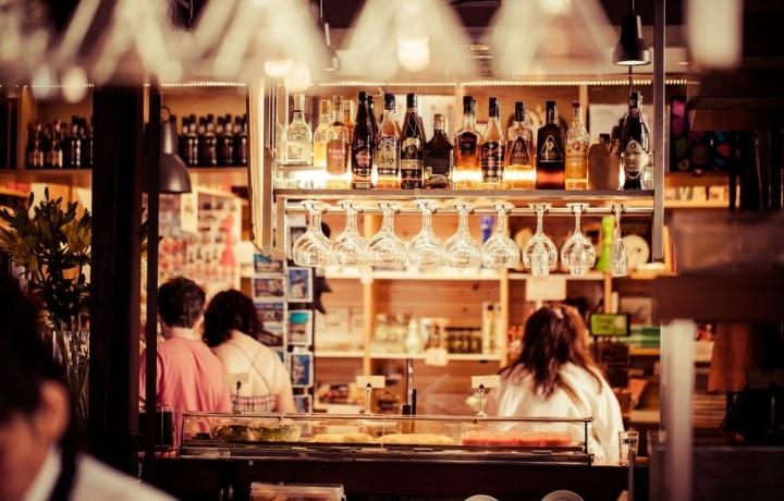 L'attività rumorosa del bar legittima la sospensione della riproduzione musicale